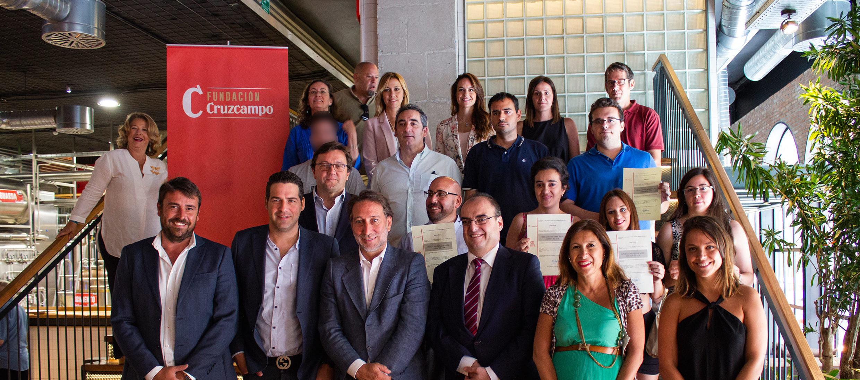 Fundación Cruzcampo y Fundación ONCE colaboran en un curso de cocina en el restaurante de Málaga de La Fábrica de cerveza