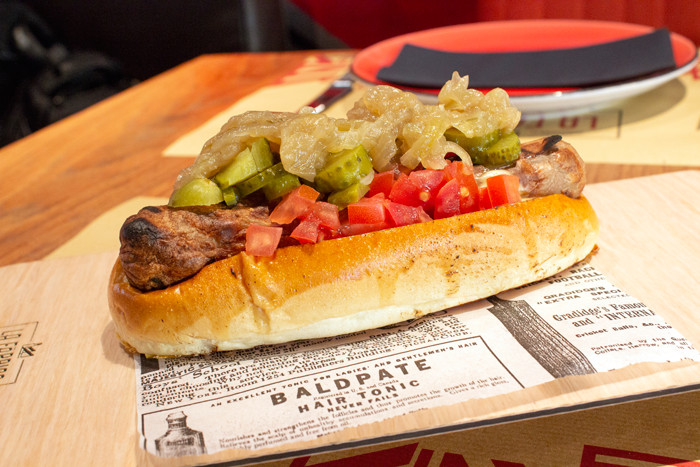 Hot-Dog La Fábrica con bratwurst de 17 centímetros